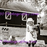 LJO-Photography-Hoyt-Farm-children-8923 b bg3 logo