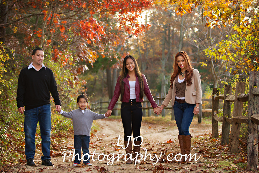 Nothing captures the love within a family like a photograph. With the right setting, outfits and photographer, family photos become keepsakes you will cherish forever. So when it comes time to think of family photo ideas, you'll want to come up with some that showcases your family's personality.